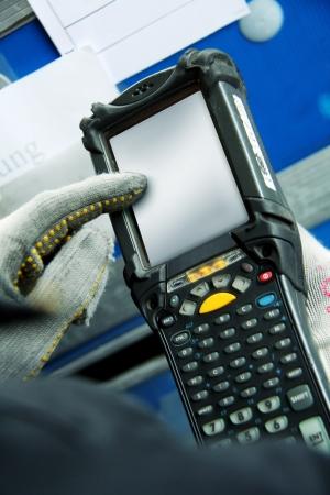 Travailler avec un ordinateur portable moderne Banque d'images - 11168246