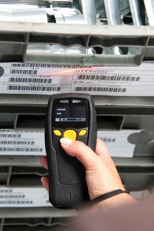 Ordinateur de poche pour l'identification code-barres Banque d'images - 12125323