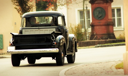 oldtimer: black old-timer pick up in retro look design