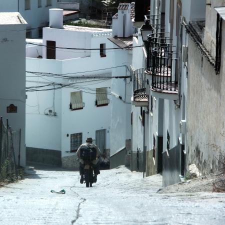Motard est conduite en descente à Algarrobo Espagne Banque d'images - 15236884