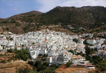 Agréable petit village blanc en andalousie espagne Banque d'images - 15236900