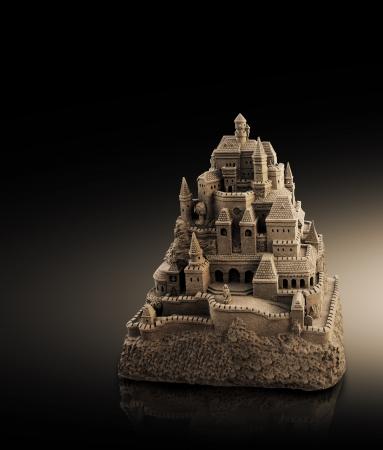 Château de sable avec grande multiples tours et créneaux en look rétro Banque d'images - 15301292