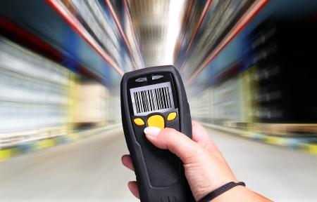 L'ordinateur de poche pour l'identification de balayage de code à barres Banque d'images - 15603908