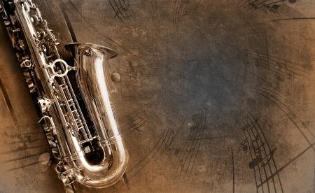 saxof�n: Sax retro con el antiguo fondo de textura amarillenta Foto de archivo