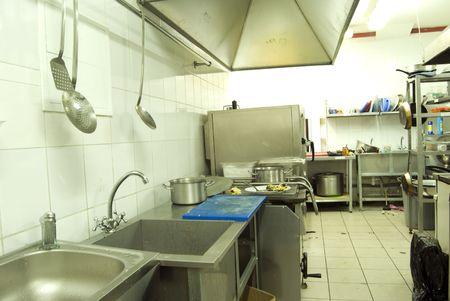 Vista de cocina en el restaurante o cantina  Foto de archivo