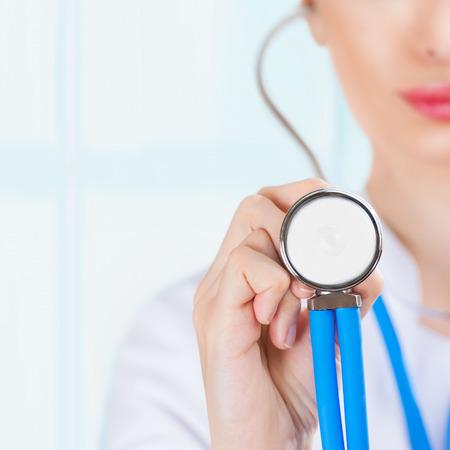 Macro spruit van medische persoon voor een ziektekostenverzekering of ziekenhuis