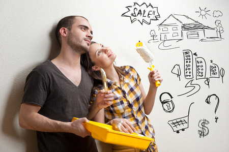 planificacion familiar: Primer retrato de pareja de adultos sentados en el suelo en su apartamento y la planificación de la renovación de su nuevo apartamento mientras descansa en las tareas del hogar Foto de archivo