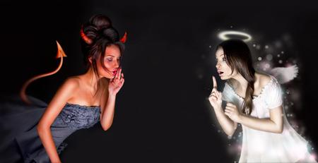 demonio: Retrato de �ngel y diablo las ni�as y copyspace entre ellos.