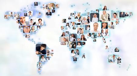 Verzameling van verschillende mensen portretten geplaatst als wereld kaartvorm