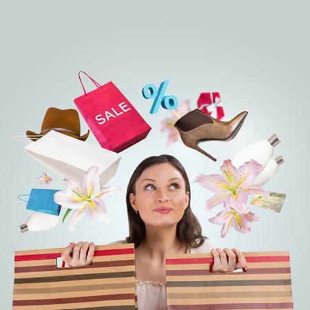 Vrouw winkelen concept. Collage met verschillende winkel symbolen rond meisje Stockfoto