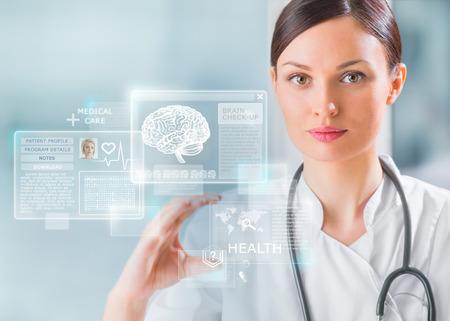 Medico calma toccando un'interfaccia medico in ospedale Archivio Fotografico - 29767712
