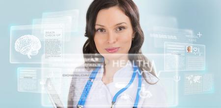 Médico en calma y tocar una interfaz médica en el hospital