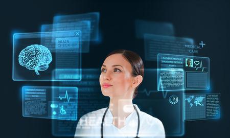 Vrouwelijke geneeskunde arts werken met moderne computer-interface als concept