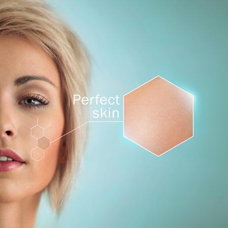 Mujer hermosa con el cultivo de la piel. Piel perfecta y concepto de cuidado de la piel