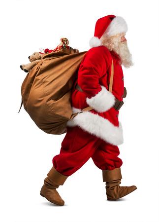 De Kerstman op de vlucht voor de levering kerstcadeaus op een witte achtergrond