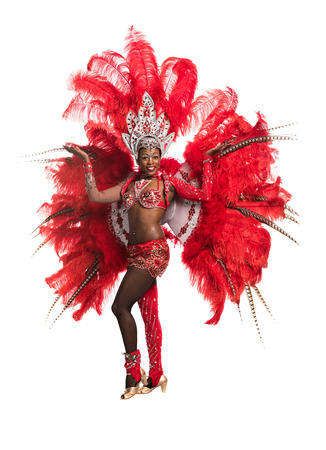 danza africana: Una mujer bailarina de samba en el fondo blanco Foto de archivo
