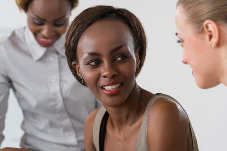 sadece kadınlar: Iş toplantısı kadınlarda sadece Karışık grup