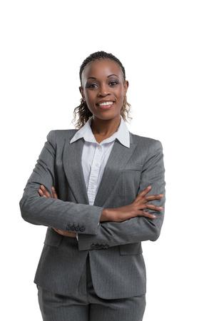mannequin africain: Portrait de femme d'affaires africaine. Les bras croisés. Isolé