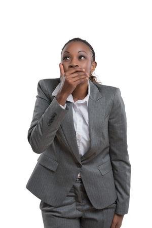 femme qui rit: Femme d'affaires africaine rire isol� sur fond blanc