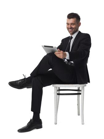 Zakenman met tablet computer portret geïsoleerd op een witte achtergrond Stockfoto