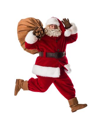 Portret van de Kerstman lopen met zak geïsoleerd op witte achtergrond
