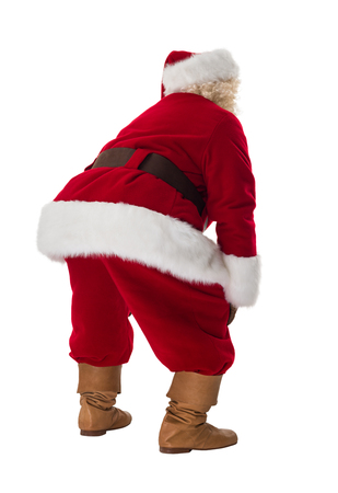 Kerstman die zich moe. Volledige lengte portret geïsoleerd op witte achtergrond