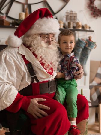 Kerstman met Kind bespreken Christmas Wish at Home