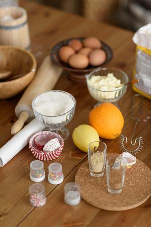 Peperkoek Ingrediënten op tafel tijdens het koken Stockfoto