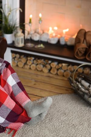 Santa Claus Warming near Fireplace at Home Standard-Bild