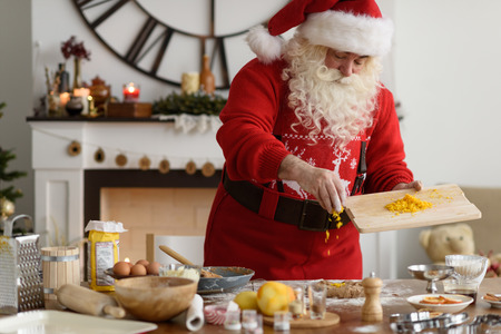 Santa Claus Cooking at Home Christmas Cookies Standard-Bild