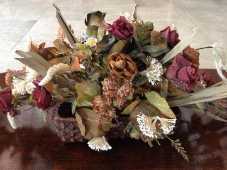 dried flower arrangement: Dried flower arrangement.