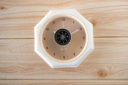 compass on top of analog clock 版權商用圖片