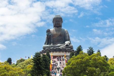 cabeza de buda: Buda gigante sentado en loto Ngong Ping, Hong Kong Foto de archivo