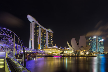 marina bay: Singapore skyline of marina bay in Singapore at night