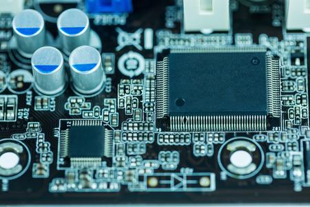 redes electricas: Cierre de la imagen: placa madre circuito eléctrico de la computadora Foto de archivo
