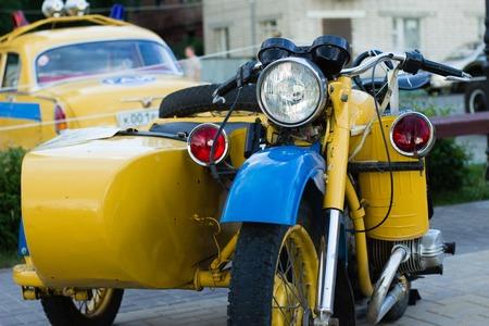 Een klassieke auto is een oudere auto de exacte definitie varieert over de hele wereld. Het gemeenschappelijke thema is van een oudere auto met voldoende historisch belang collectable en de moeite waard voor het behoud of herstel in plaats van sloop te zijn. Stockfoto