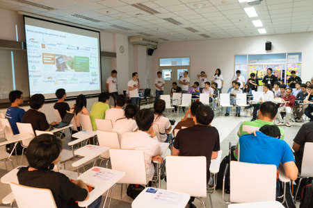 Bangkok, Thailand - 9 mei 2015: Unidentified startups en tech talent ontmoeten