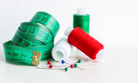 Bright Sewing Kit. Thread and Needle. Tailor Concept Stockfoto - 113302418