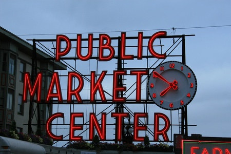 pike place market sign: Seattles Public market center neon sign which is located at whats called the pike place market.
