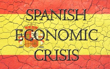 wirtschaftskrise: Faded, rissig, und im Alter von Textur, spanischer Flagge, mit dem Worte Spanisch Wirtschaftskrise, die ein dunkles Metallic-Look hat gemei�elt Lizenzfreie Bilder