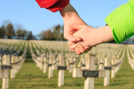 world war 1: children walk hand in hand for peace world war 1 Stock Photo