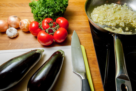 gezond koken: delicious healthy cooking with eggplant tomato garlic and parsley