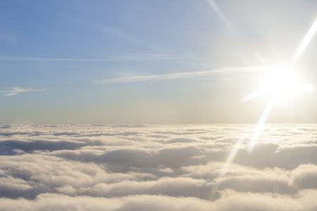 太陽と雲の上に高く 写真素材