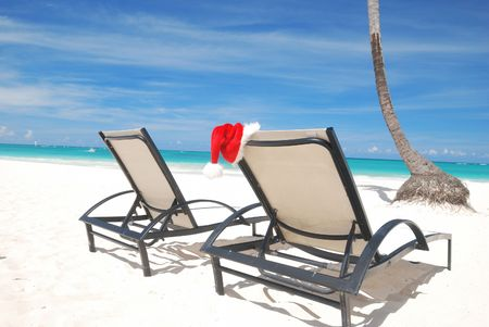 Santa's hat and chaise lounge on the beach Stock Photo - 3644085