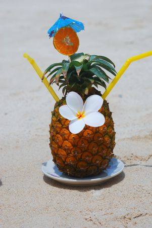 Tropical cocktail on the beach Stock Photo - 4515653