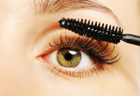 mascara: Woman eye with long eyelashes and mascara brush