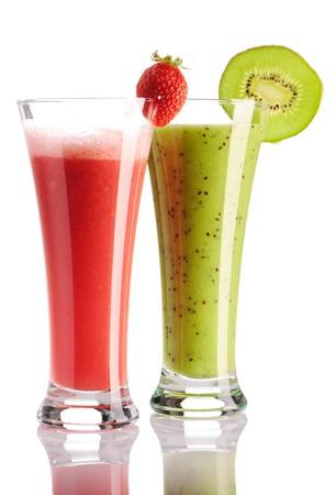 fruit juice: Fragola & kiwi smoothie isolata on white  Archivio Fotografico