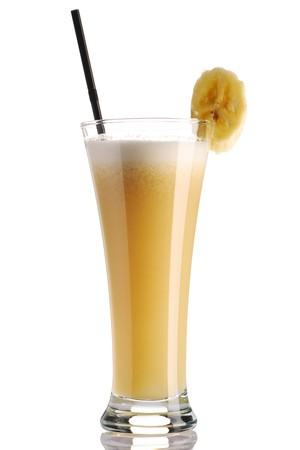 licuado de platano: Smoothie de banano aislado en blanco  Foto de archivo
