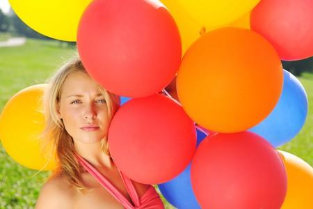 Chica celebración globos al aire libre  Foto de archivo - 7824747