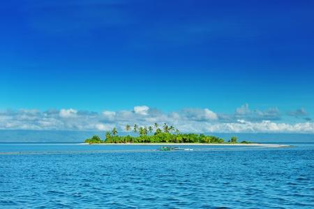 Belle île inhabitée au Philippines